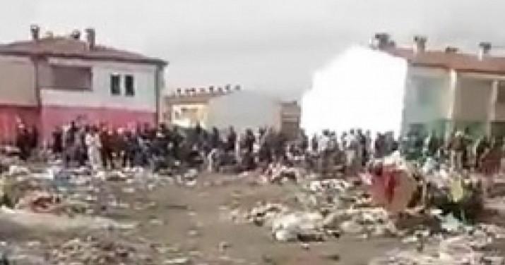 От това видео, заснето в ромската махала Шекера, кръвта ви ще се вледени! Къде са институциите? (ВИДЕО 18+)