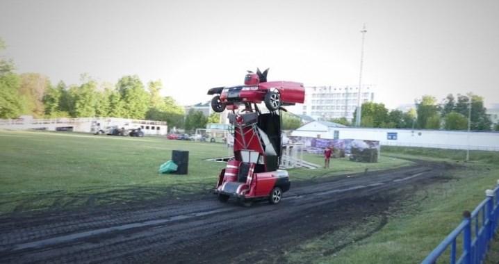 Баща и син превърнаха руска Лада в робот от Трансформърс (СНИМКА + ВИДЕО)
