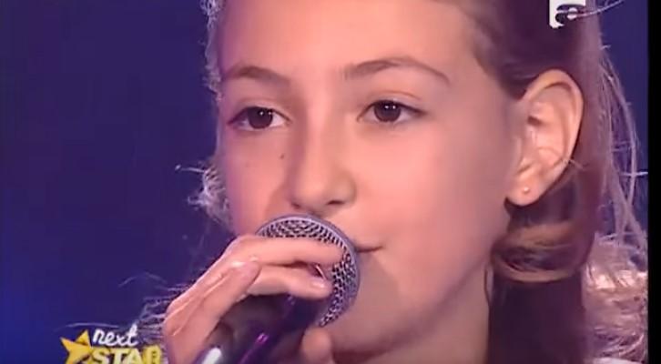 """Това 12-годишно момиченце изуми всички в залата с невероятното си изпълнение. Ето това се казва глас """"дар от Бога"""" (ВИДЕО)"""