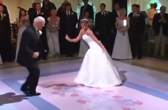 На сватбата бащата реши да покани дъщеря си на бавен танц. Гостите останаха с отворена уста, когато музиката се забърза! (ВИДЕО)