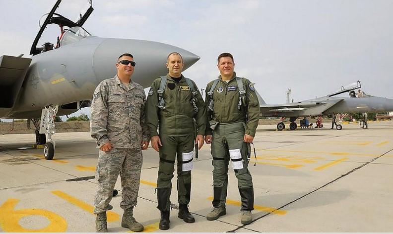 """Нещо се случва на """"Дондуков"""" 2. От президентството обявиха защо Румен Радев пак облече униформата (СНИМКИ)"""