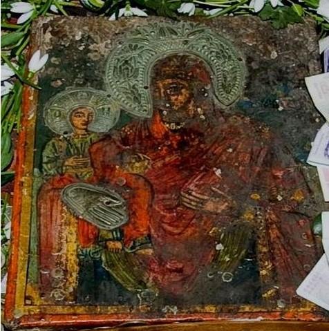 Чудотворна икона на Света Богородица в Лопушанския манастир лекува 340 болести
