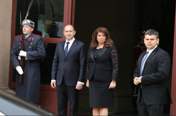 """Страшен скандал на """"Дондуков"""" 2! Този път работата е дебела: Насадиха президента Радев на пачи яйца (СНИМКА)"""