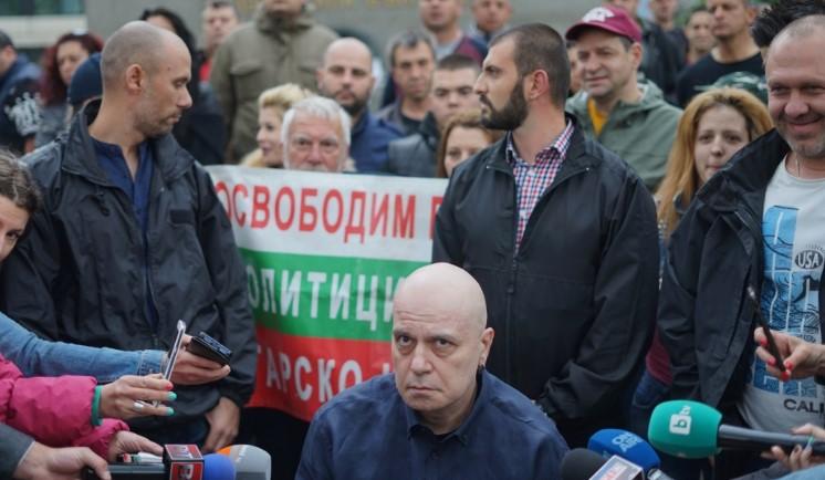 Пуснаха страшна партенка за Слави Трифонов. В събота щял да прави партия ИТД. Ето обаче каква е истината