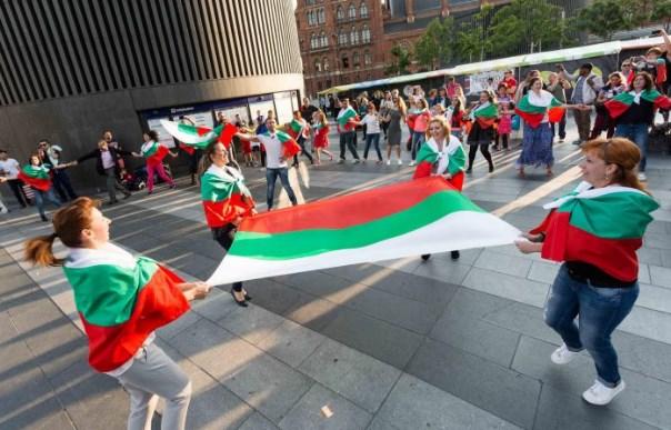 Да живее България! Смаяхме Лондон с невероятно хоро (СНИМКИ + ВИДЕО)