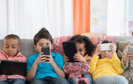 Има ли лек за новата болест на 21 век – смартфоните, които зомбират децата ни