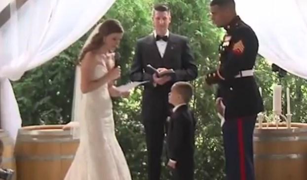 Колко мило! Булка даде трогателен обет на доведения си син, той открадна шоуто на сватбата (ВИДЕО)