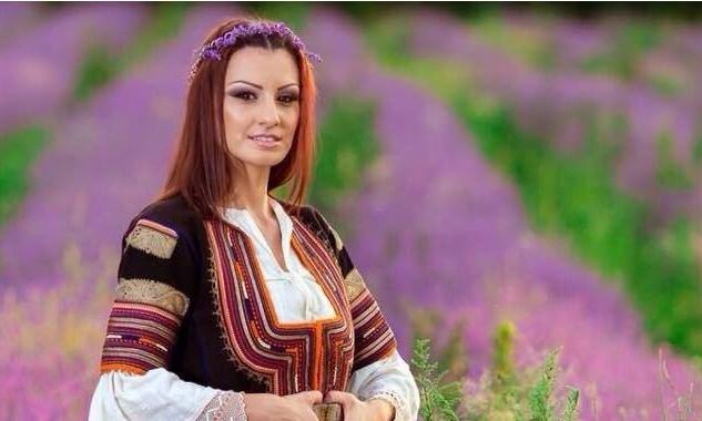 Неземна българска хубост! Вижте и се насладете на тези уникални кадри на красавицата Ива Василева – Димитрова (СНИМКИ)