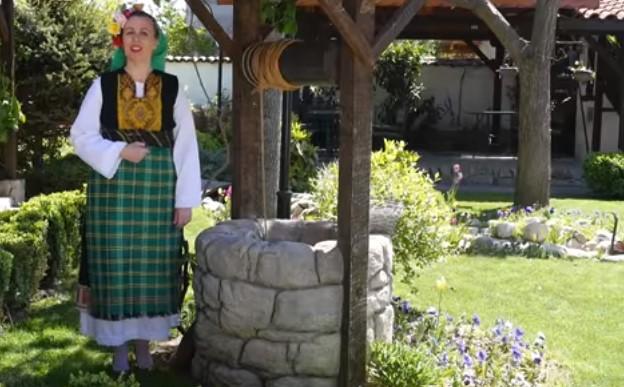 """Българският фолклор е несравним! Вижте прекрасното изпълнение на песента """"Моме, мъри, малка моме""""! (ВИДЕО)"""