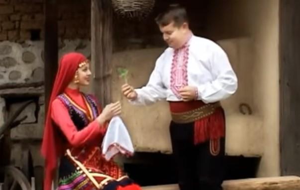 Българската народна музика е магична! Вижте изпълнението на Илия Луков на тази емблематична песен! (ВИДЕО)