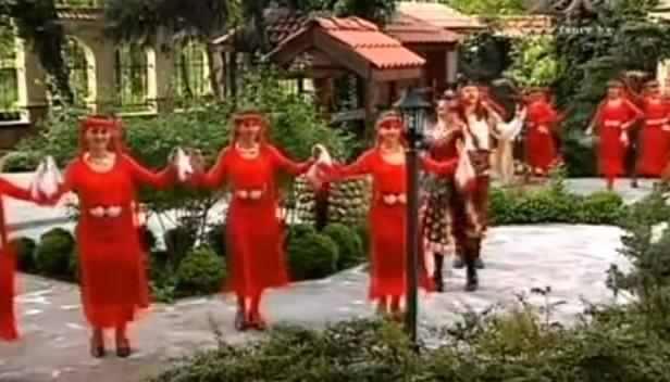 """""""Назад, назад, моме Калино"""" – една от най-красивите български песни! Вижте това страхотно изпълнение! (ВИДЕО)"""