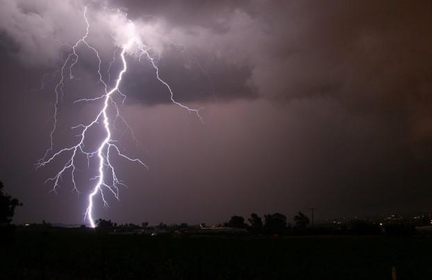 Девет съвета как да се спасявате от мълнии при гръмотевични бури
