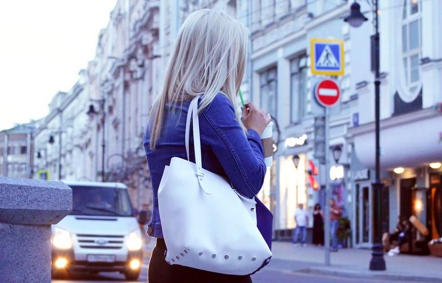 Кой би предположил? Мъжете получиха неочакван, но много ценен жокер – дамската чанта издава характера на жената