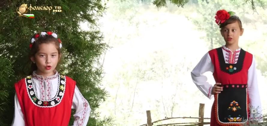 Българските деца са талантливи! Вижте невероятното изпълнение на тези две ангелчета! (ВИДЕО)