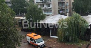 Бедствие! Невиждана от години буря обрули голям български град. Повали дървета, има ранен човек (СНИМКИ)
