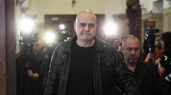 Слави Трифонов взе много важно решение: Водещият прави нещо, с което всеки български патриот ще се гордее