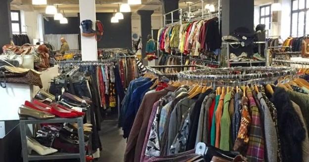 Процъфтяващ бизнес: Ето откъде идват дрехите втора употреба, които българите масово купуват!