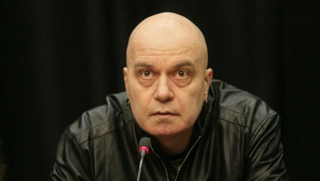 Слави Трифонов: Дълбоко в нас стои по един див прабългарин, който седи, гали си меча и само чака повод (СНИМКА)