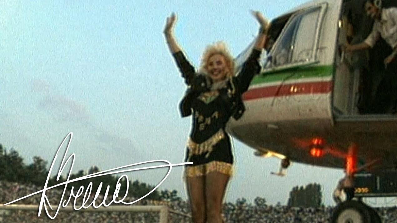Помните ли концерта на Лепа Брена от 1990 г. – легендата пристигна с хеликоптера на Тодор Живков, цяла София излезе по улиците (ПЪЛЕН ЗАПИС)