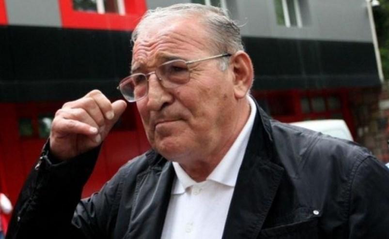 Срамота! Един от най-обичаните българи – Димитър Пенев, е тормозен непрестанно от рекетьори, не му дават мира дори на стадиона