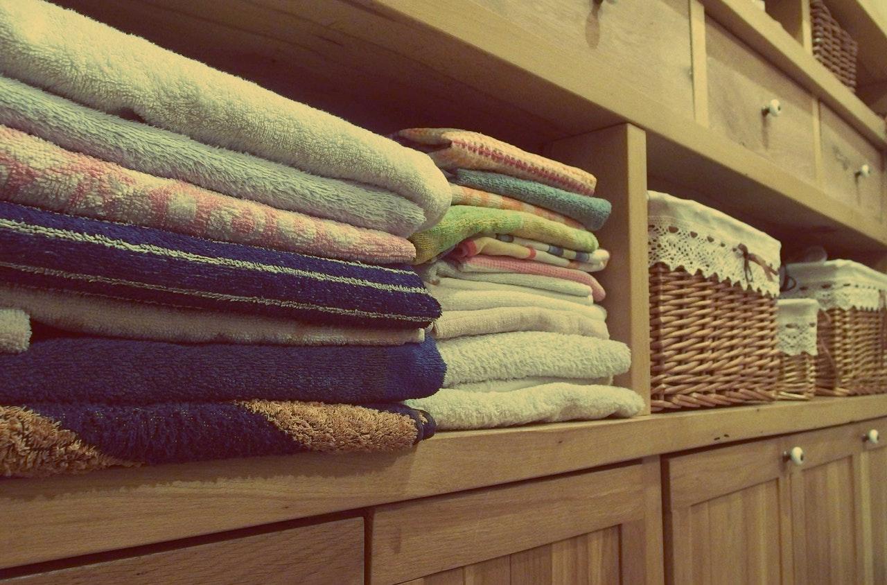 кърпи миришат на влага
