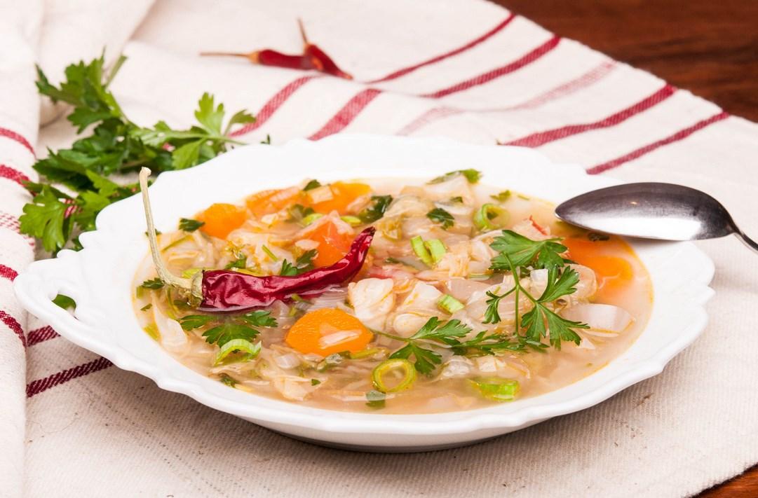 И вкусна, и полезна… Зелева супа – лесно ще я приготвите, идеална е за всяко време на деня, а организмът ви ще стане като нов