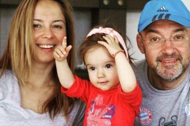 Помните ли Вики от Мастило? Ето на какво я научи майчинството и колко е пораснала малката ѝ чаровница (СНИМКА)