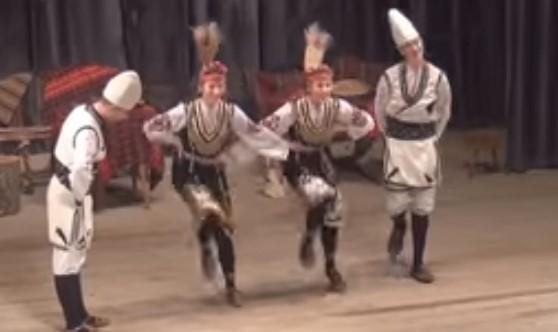 """Надиграването е български обичай! Нека се насладим на таланта на ансамбъл """"Българе"""" (ВИДЕО)"""