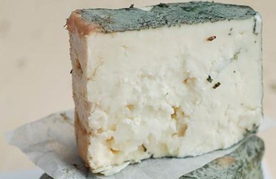 Зеленото сирене от Черни Вит смая света! Вижте защо се превърна в такъв хит (СНИМКИ)