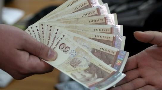 Отлична финансова новина за работещите българи: Вече е ясно кои ще получат парични бонуси за Коледа