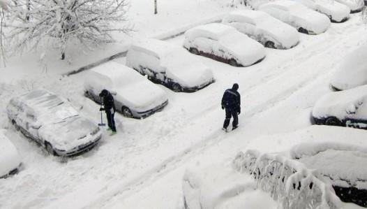 България е под ударите на студен атмосферен фронт, температурите падат, ето къде ще има валежи от сняг