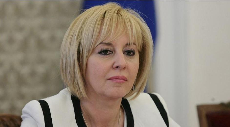 Страшен скандал в парламента! БСП заби нож в гърба на Мая Манолова, тя обяви край на бавенето на заплатите