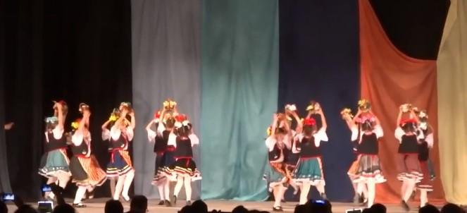 Българските деца са най-талантливите! Вижте прекрасното им изпълнение на този народен танц (ВИДЕО)