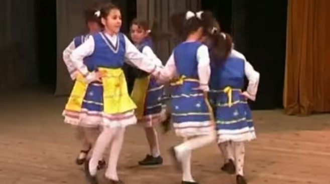 Малките българчета са нашето бъдеще! Нека се насладим на таланта на тези прекрасни деца (ВИДЕО)