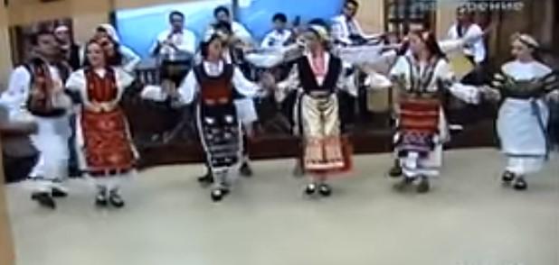 Народната музика е магична! Нека се насладим на тази страхотна народна песен (ВИДЕО)