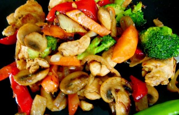Пилешко със зеленчуци – изпитана рецепта. Вкусна, лека, диетична, тази манджичка е истинска наслада за душата