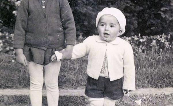 Бойко Борисов няма бъркане. Ще ви падне шапката обаче, когато видите как хлапето Станишев пафка химикалка (СНИМКИ)