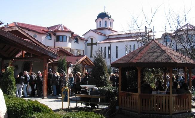 Хиляди души идват край манастир в София, защото в него стават чудеса