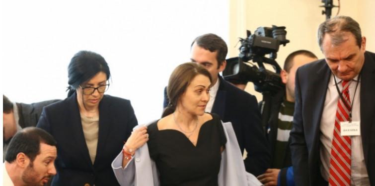 Страшен скандал в парламента: Гинка Върбакова съсече Корнелия Нинова с въпрос, оставил депутатите без думи
