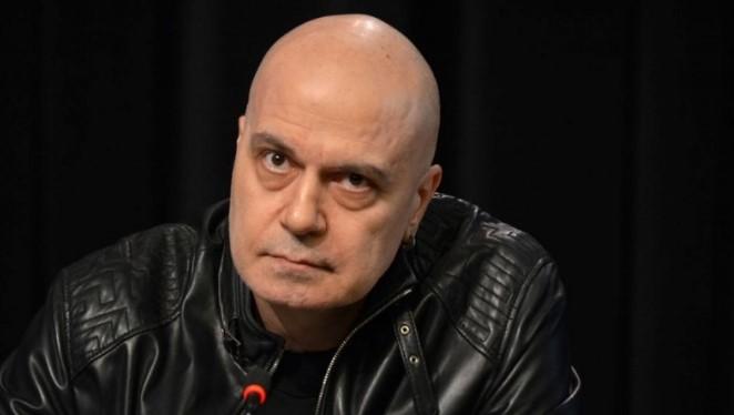 Слави Трифонов разбуни мрежата: Ако Дивна е карала със 120 км/ч при разрешени 60, да влезе в затвора