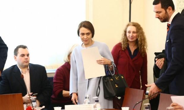 Гинка ще трябва да свърши страшно мръсна работа, ето как клауза капан я задължава да действа против България