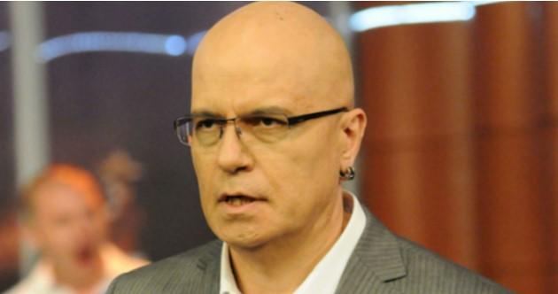 Българинът иска да спре всички предавания по телевизията, Интернет и Фейсбук: Заливат СЕМ с жалби за щяло и нещяло