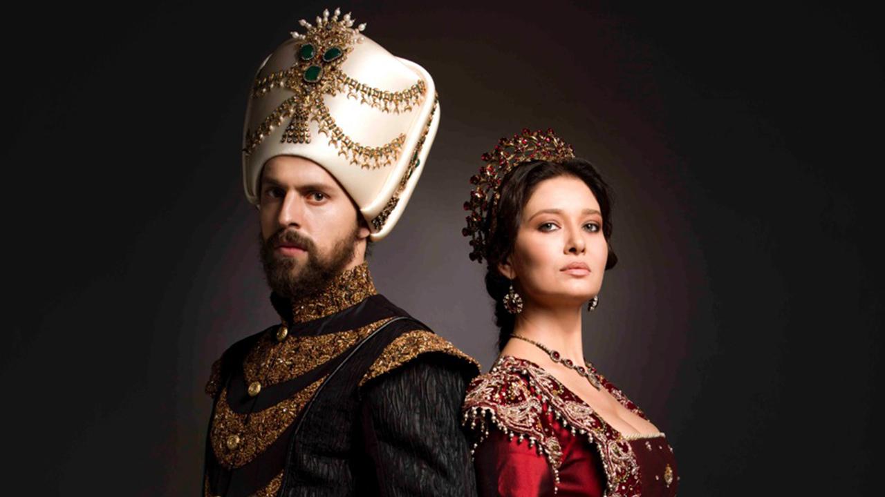 """Довечера в """"Кьосем"""", втори сезон, 19-и епизод: Мурад убива Ищван и довежда майката на Фария в двореца"""