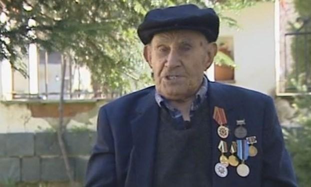 Столетникът от пловдивското село Бенковски дядо Георги: Казаха ми да пия хапчета за сърцето, аз обаче хапнах една тенекия мед