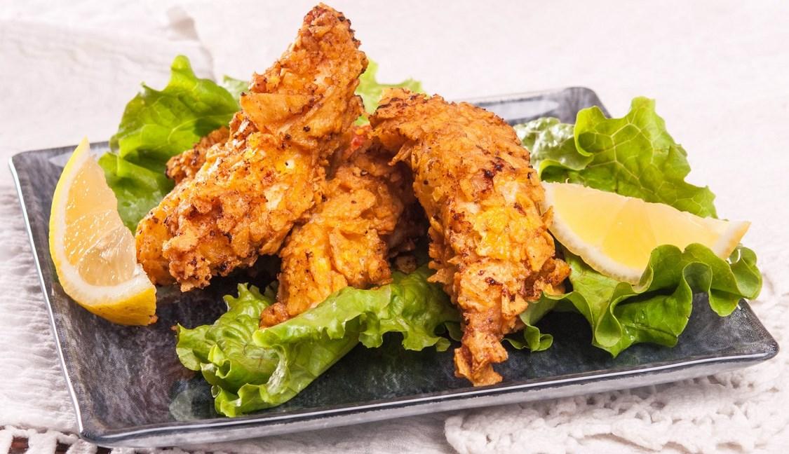 Просто нямат грешка – хрупкавите пилешки филенца са страхотно мезе за бира и любимо угощение на дечурлигата