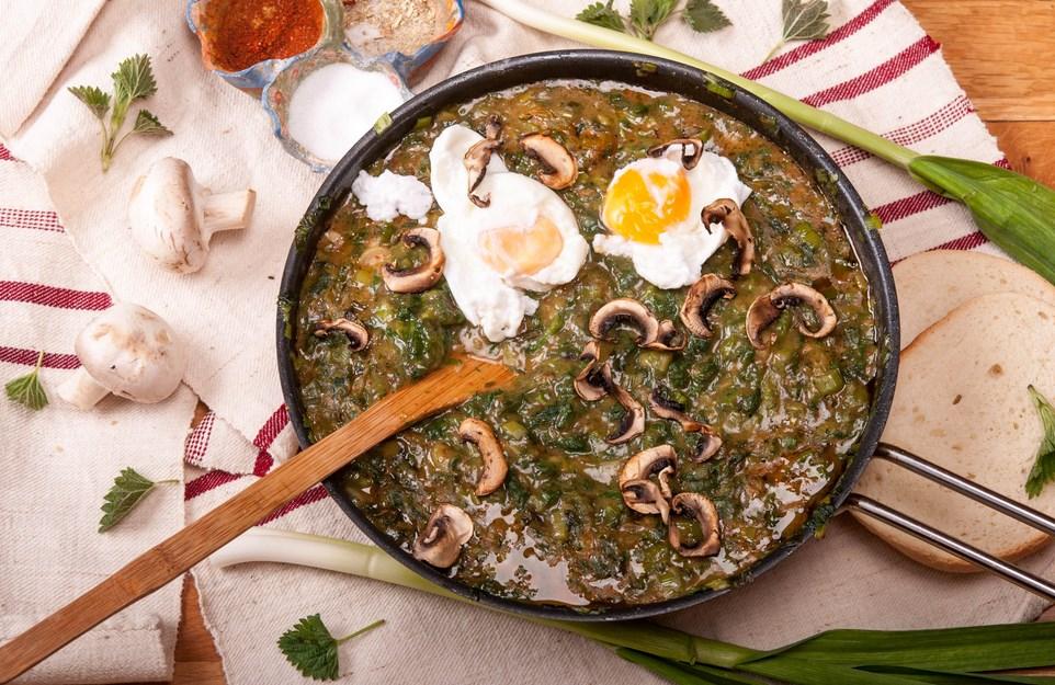 джуркана коприва с яйце и печени гъби
