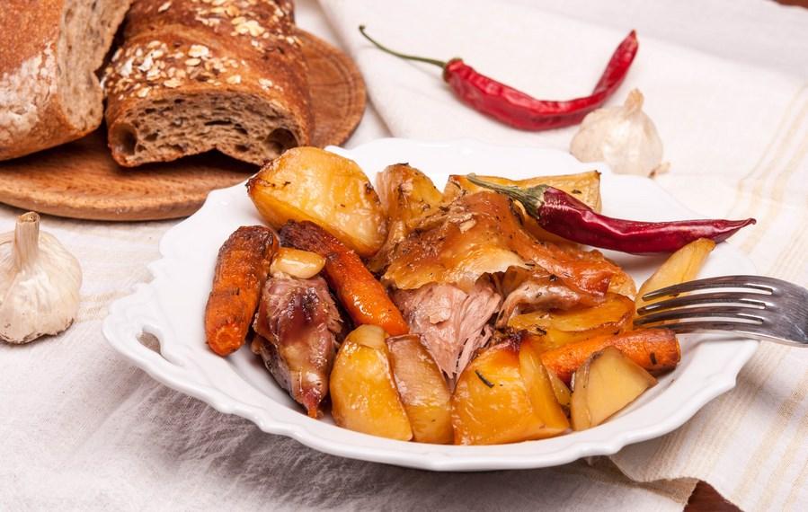 агнешко с картофи и моркови на фурна