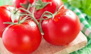 С тези прости тайни доматите стават сочни и вкусни. Ето какво трябва да направим