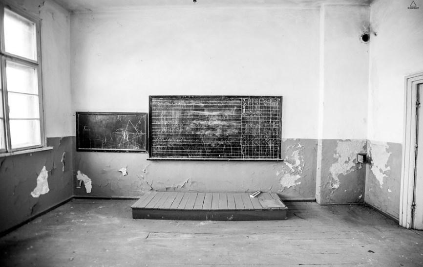 """Краят наближава със страшна сила: Крахът в образованието е пълен, """"Продавам дипломи"""" – 29 000 пъти в Google"""