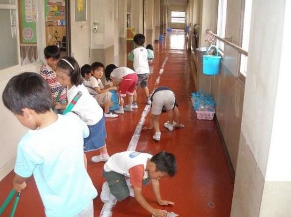 Железните правила, които господстват в японското училище